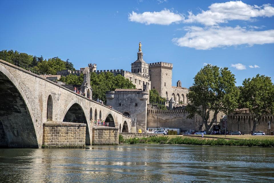 Visiter Avignon et ses Alentours